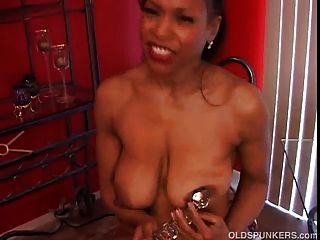 परिपक्व काले शौकिया प्यारा बड़े स्तन एक अच्छा दौर गधा है