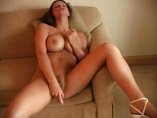 बड़े स्तन महिलाओं थरथानेवाला के साथ हस्तमैथुन