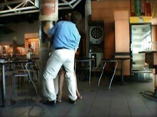 हवाई अड्डे पर फ्रेंच एमआईएलए सार्वजनिक सेक्स
