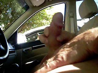 एमआईएलए मुझे कार में wanking पकड़ता