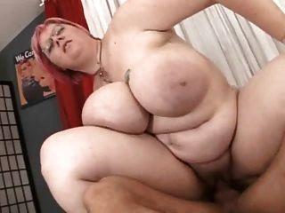 गड़बड़ बड़े स्तन के साथ बीबीडब्ल्यू