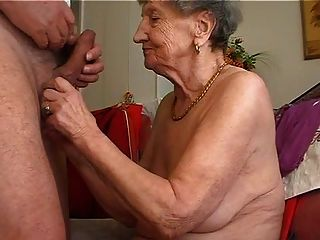 दादी बांसुरी खेलना पसंद करता है 1