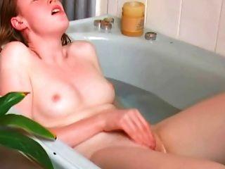 स्नान में रेड इंडियन सोलो orgasms
