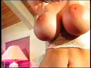 एमआईएलए जूली के बड़े juggs