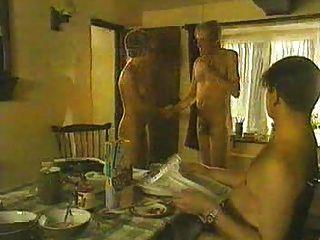 ब्रिटिश अभिनेत्री सारा अलेक्जेंडर नग्न अभ्यास से नग्न