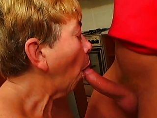 saggy स्तन नानी खिलौने और Fucks