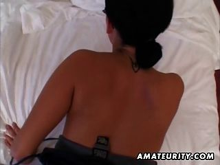 Busty शौकिया प्रेमिका बेकार है और चेहरे के साथ fucks