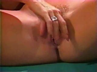 नीना हार्टले और जैस्पर समलैंगिक दृश्य