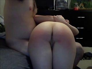 spanked और घुटनों के ऊपर उँगलियों