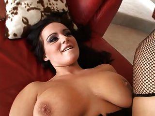 बड़े स्तन आकर्षक बड़ा काला मुर्गा द्वारा टक्कर लगी है