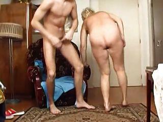 दादी लड़के Fucks