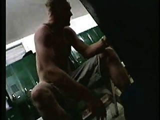 सेना के लॉकर रूम में जासूस cams