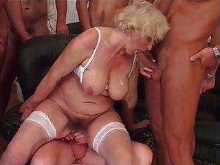 दादी नोर्मा गैंगबैंग