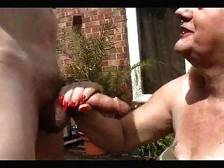 रेड इंडियन दादी सिर करने के लिए डोंग लेता है