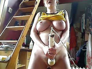 इस लड़की पर महान स्तन
