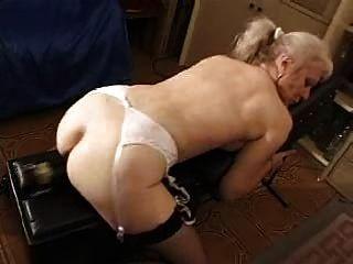 फ्रेंच मुंडा सुनहरे बालों वाली दादी pt12