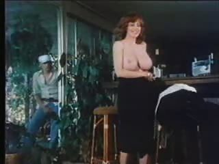 F60 बड़े स्तन रेट्रो बेब हस्तमैथुन