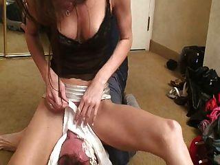 सेक्सी मालकिन उसके दास 2 facesitting