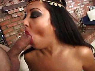 Jaylene रियो - Busty बेली डांसर गड़बड़ हो जाता है