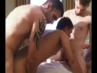 तीन लोग barebacking