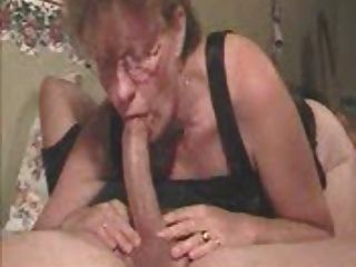 डीप गले माँ