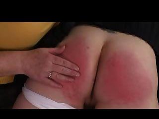 domme दादी उसके घुटने पर महिला spanks