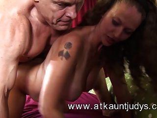 एक परिपक्व औरत के साथ सेक्स