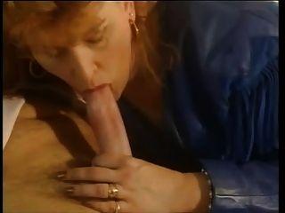 माँ और दोस्तों के 4 दो सेक्सी परिपक्व होती है और एक आदमी