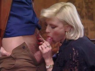 मोज़ा Fucks में पॉश छेदा दादी