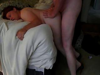बेडरूम में बेटी