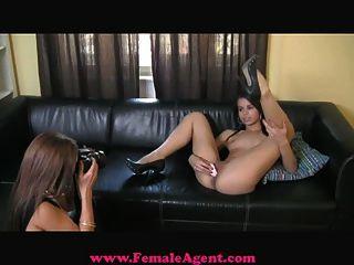 FemaleAgent तेजस्वी, सेक्सी और खान