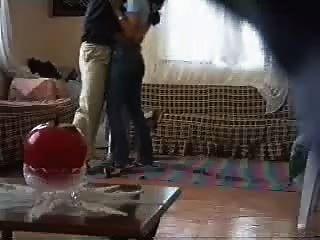 पड़ोसी जासूसी कैमरे द्वारा गड़बड़ अरबी महिला