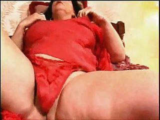 गांठदार दादी घर पर अपने orgasms बनाने