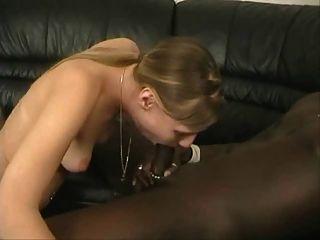 जर्मन जीवनानंद महिला काला हो जाता है