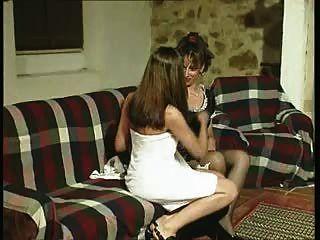 गैबरिएला।नौकरानी को अपनी मालकिन की इच्छाओं का शिकार है।