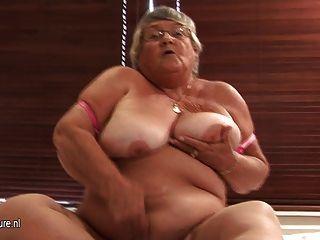 कैम पर पुराने एमेच्योर दादी हस्तमैथुन