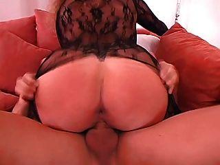गर्म Catsuit में जर्मन पत्नी बड़े स्तन रखी