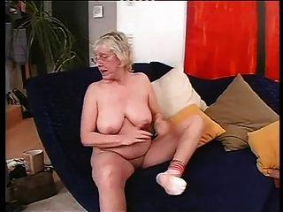 चश्मा में दादी बकवास करने के लिए प्यार करता है