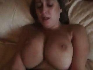 बिग ब्रिटिश गर्म महिला titted और उसके स्तन क्रीमयुक्त हो जाता है!