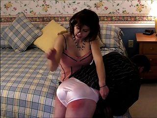 Panty बिगाड़ने उसे जाँघिया के माध्यम से जाने के लिए spanked हो जाता है