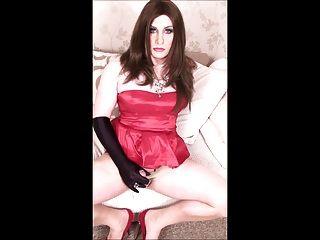 लाल कॉकटेल पोशाक सह शॉट में crossdresser