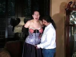 अत्याचार बाध्य और spanked स्तन