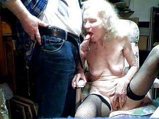 पुराने दादी 70 साल के पोते द्वारा चूसना