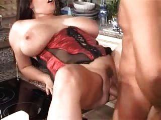 रसोई घर में बड़े स्तन