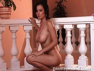 escortmagazine से पॉल रेमंड बेब लूसी