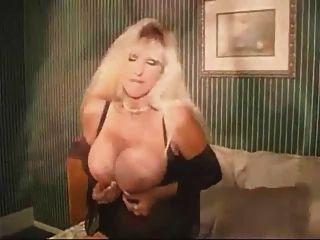 एमआईएलए परिपक्व बड़े स्तन एक मुर्गा चाहते हैं के साथ