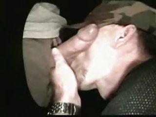 gloryhole cocksucker (समलैंगिक)