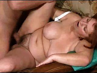 युवा के साथ बकवास बड़े स्तन के साथ Mamy