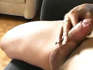 tranny सोफे पर wanking