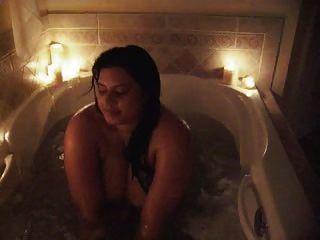 सोफिया उसे भारी खरबूजे दिखावा एक स्नान लेता है